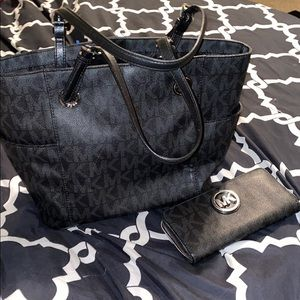 Cute Micheal Kors tote and wallet set